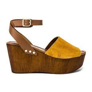 Seychelles forward wedge mustard sandals Sz 7